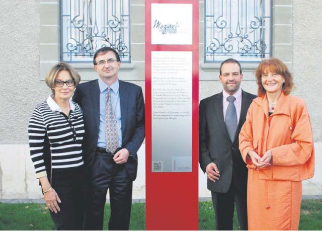 Photo Joy Vendryes et Wolfgang Amadeus Brülhart, Vincent Jaques et Christina Kunz à l'occasion de l'inauguration de la stèle