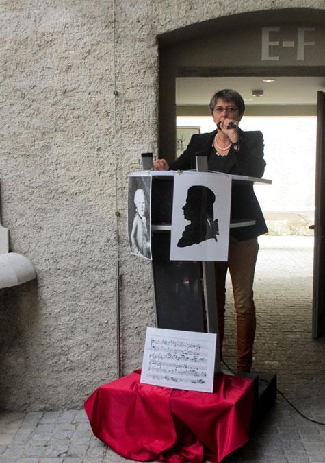 Foto Frau Municipale Isabelle Naville eröffnet die Veranstaltung