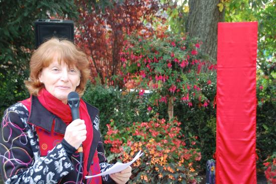 Foto Christina Kunz, Präsidentin Schweizer Mozartweg im vom Schlossgärtner Christian Rüegsegger speziell gestalteten Schlossgarten