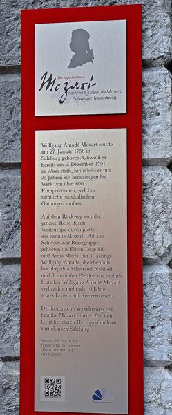 Die Mozarttafel beim Hotel Kreuz, das auch die Musikschule beherbergt